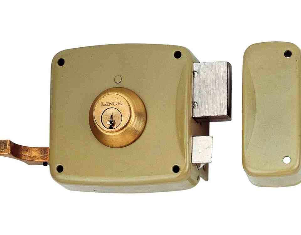 cerraduras de sobreponer 960x750 - ¿Precio cambiar cerradura puerta?